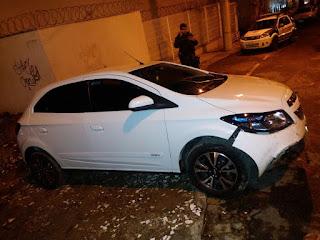 Guarda Municipal de Vitória (ES) persegue e troca tiros com acusados de roubar veículo na Mata da Praia.