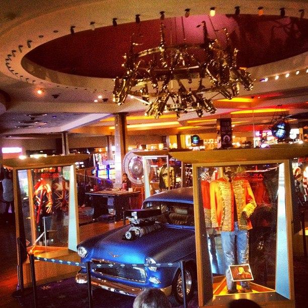 Inside A House In Los Vegas: Hennemusic