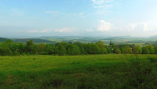 Panorama na Raszów i Obniżenie Kamiennej Góry ze stoków Wielkiej Kopy.
