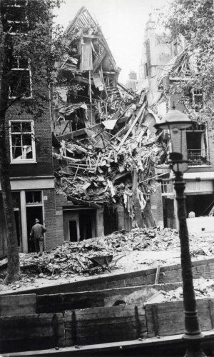 30 September 1940 worldwartwo.filminspector.com Amsterdam bomb damage