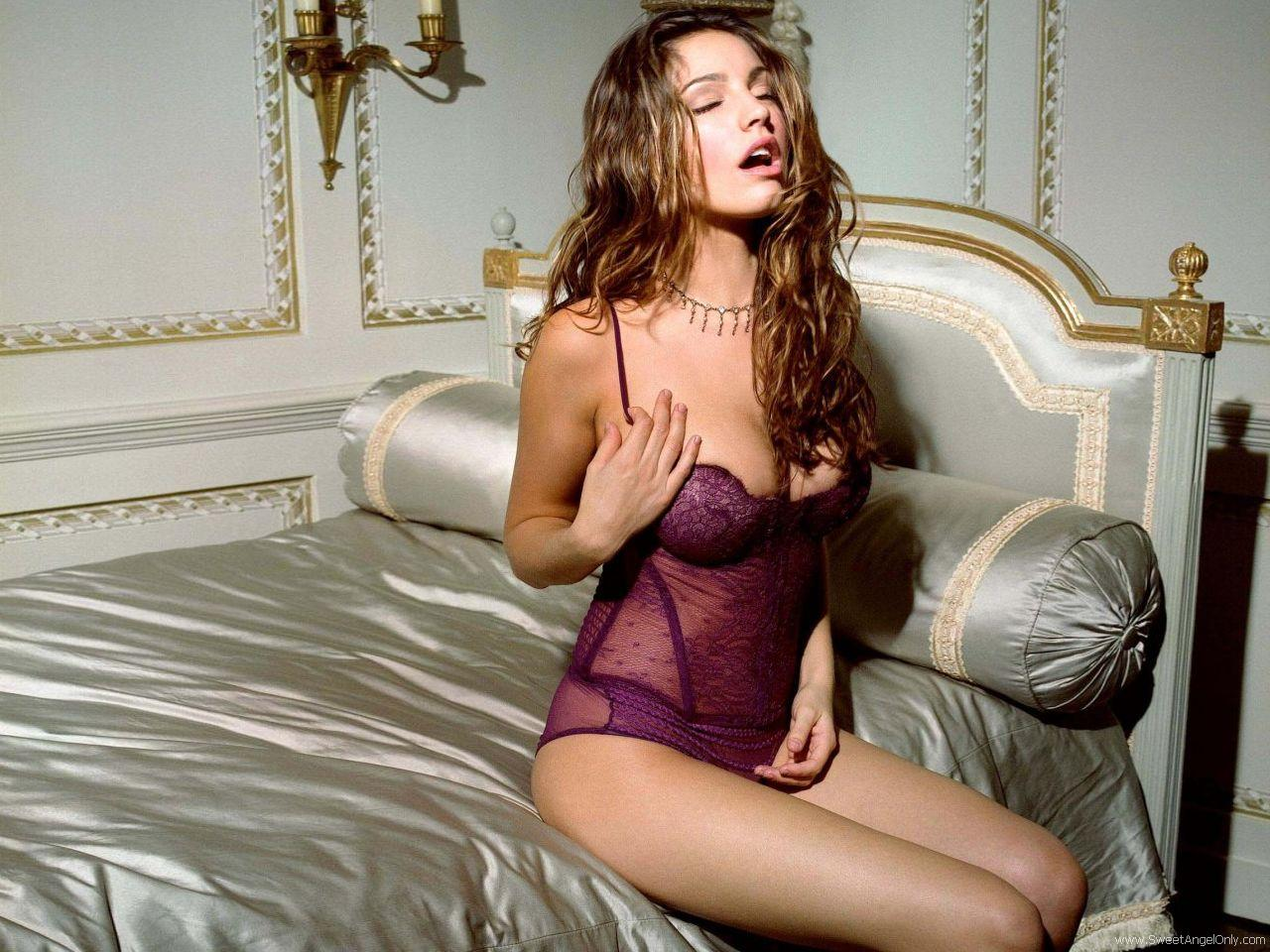 kelly brook hd wallpaper - photo #10