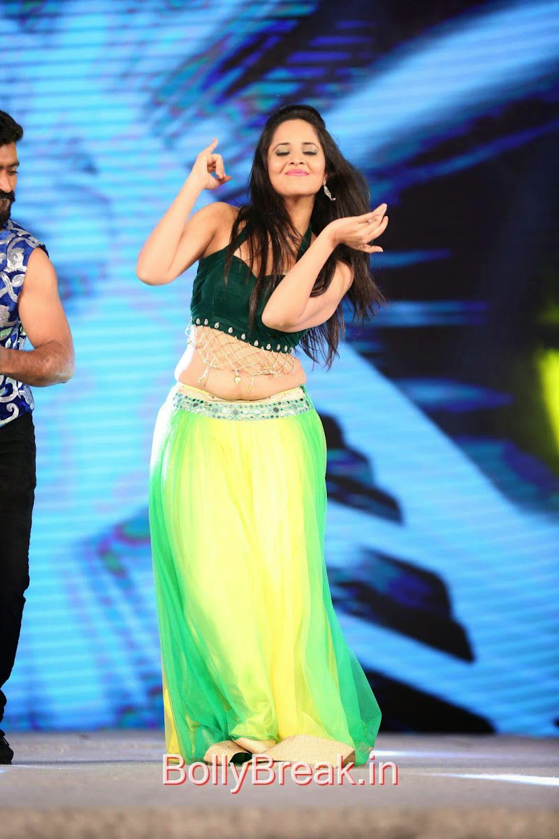 Anasuya Photos in Green Dress At Gama Tollywood Music Awards 2014