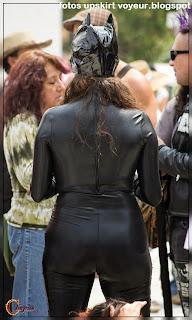 mujeres-culonas-vestidas-cuero