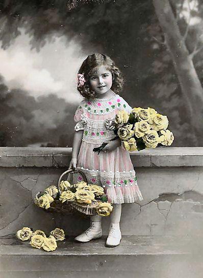Carte postale ancienne enfant avec des fleurs