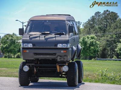 Modifikasi Mitsubishi Delica 1991 Monster Style seharga Calya