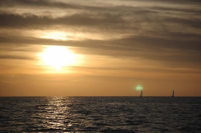 Puesta de sol en la regata la ruta de la sal