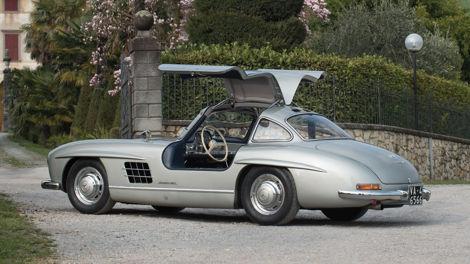 1955 Mercedes-Benz 300 SL Gullwing - £ 971k