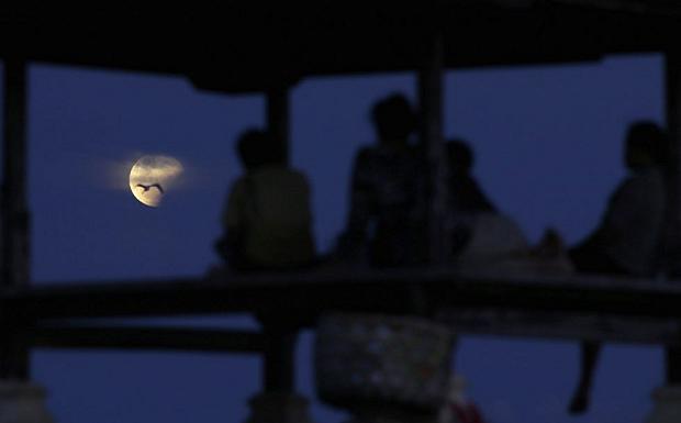 Horoscopia hoy eclipse y luna llena de amuletos y for En q luna estamos hoy