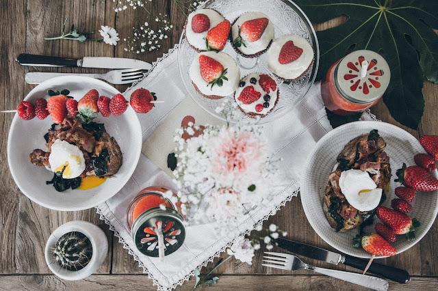 BRUNCH SPÉCIAL SAINT VALENTIN ( DAÏQUIRI FRAISE + PINK CUPCAKES + TOASTS BACON, OEUFS POCHES )