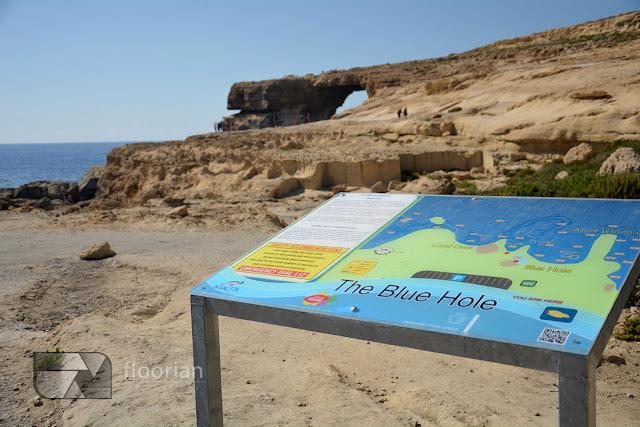 Azure Window (Lazurowe okno) to charakterystyczny łuk skalny nad morzem w pobliżu miejscowości Dwejra