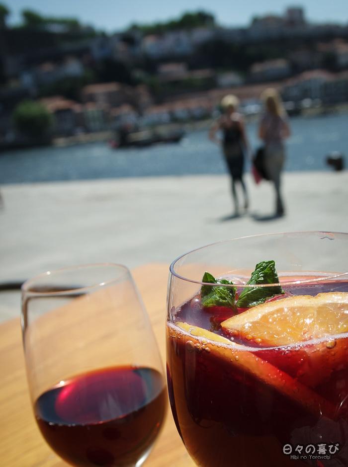 verres de sangria et de Porto, Cais do Ribeira, Porto