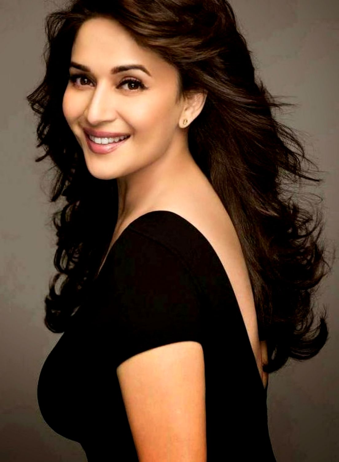 Madhuri Dixit Wallpapers Hd Wallpapers Latest