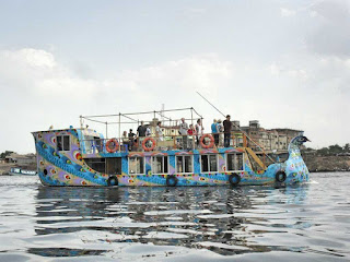 Tourisr in Buriganga River