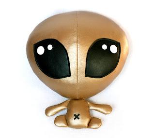 Diseño de peluche muy original y creativo en forma de extraterrestre