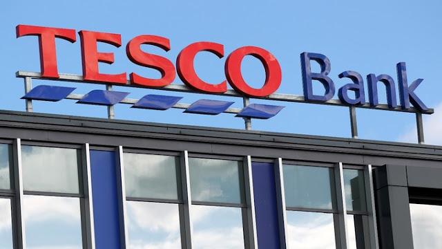 A divisão bancária da Tesco, maior varejista da Grã-Bretanha, interrompeu nesta segunda-feira todas as transações pela internet, em um esforço para lidar com um ataque online no fim de semana contra 40 mil contas bancárias, das quais 20 mil tiveram recursos retirados
