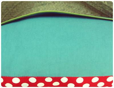 Coussin à pois rouge et turquoise - panier ASEDEA pour le Niger Coussin à pois rouge et turquoise Tissus Linna Morata