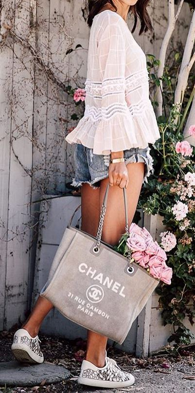 casual style obsession: blouse + shorts + bag