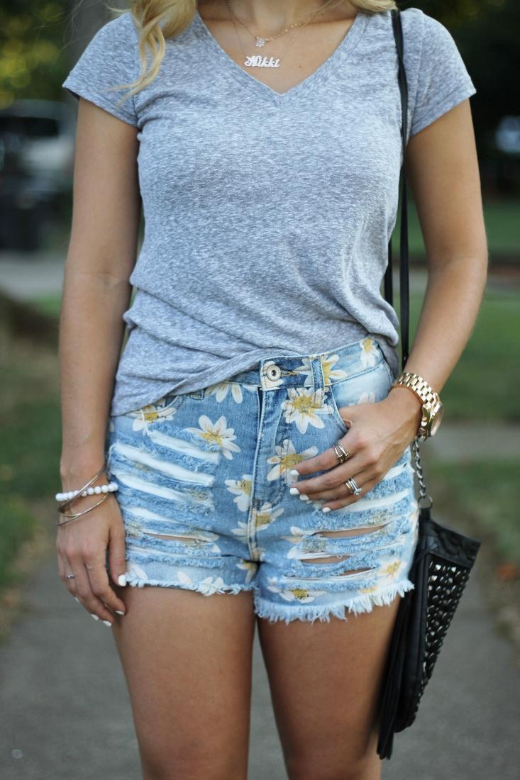 90's daisy print shorts