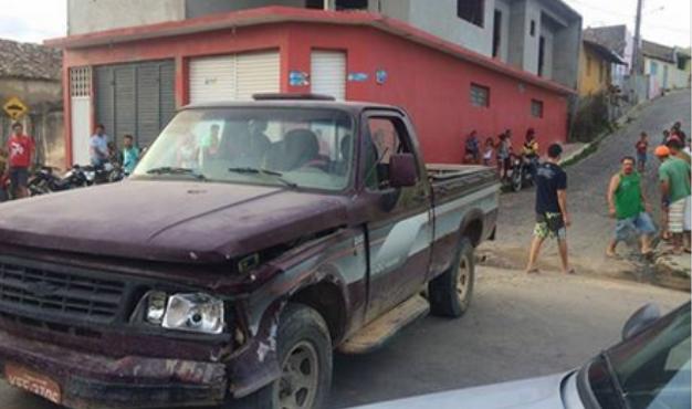 Em Mata Grande, caminhonete sem freios por pouco não provoca tragédia
