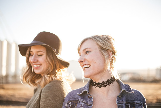 Οι 3 ερωτήσεις που θα σε βοηθήσουν να καταλάβεις αν έχεις δίπλα σου τους σωστούς φίλους