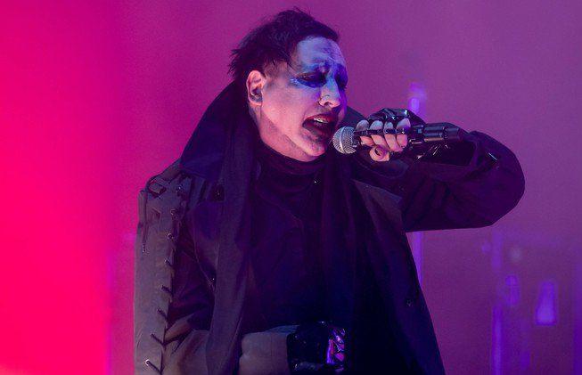 Marilyn Manson ferito dopo il crollo della scenografia nel concerto di New York | Musica Live