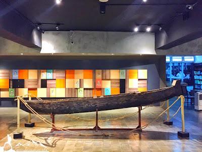 Megahnya perahu layar yang terbuat dari kayu randu