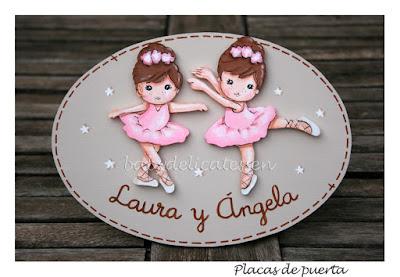 placa de puerta infantil bailarinas nombres Laura y Ángela babydelicatessen