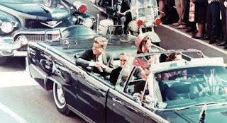 Exagente del Gobierno de los Estados Unidos confesó poco antes de morir que el asesinato de John F. Kennedy fue orquestado desde el propio núcleo de poder del país. El director de cine Oliver Stone, que dirigió el biopic 'JFK', ha desvelado la confesión que supuestamente le hizo este funcionario, al que se refiere con el seudónimo 'Ron'.