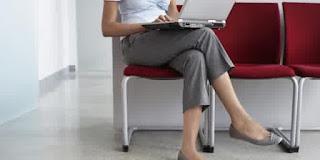 4 kepribadian wanita yang dapat dilihat dari cara duduknya