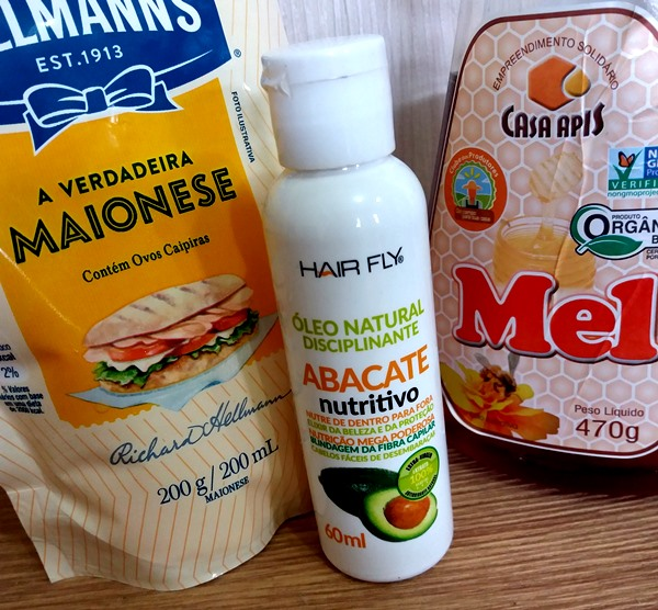 Receita-caseira-para-cabelos-com-maionese-mel-óleo-de-abacate