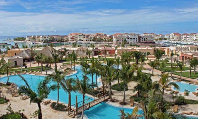 Suites at the AL SOL Luxury Village Cap Cana is a luxurious village on the water overlooking the exclusive marina area of Punta Cana.