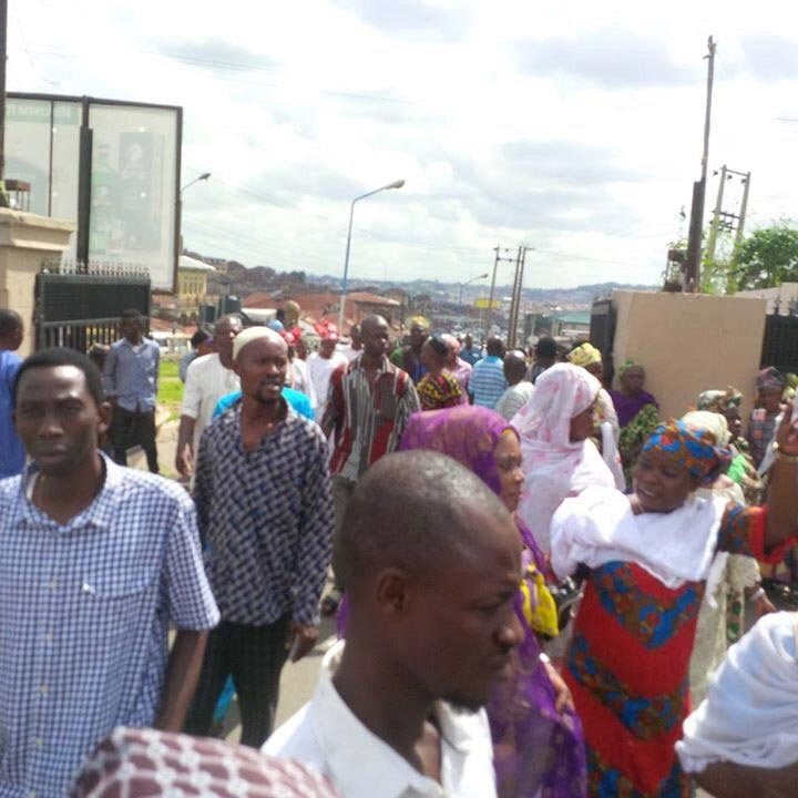 Oyo State traders protest against NLC strike, throws support behind gov Ajimobi