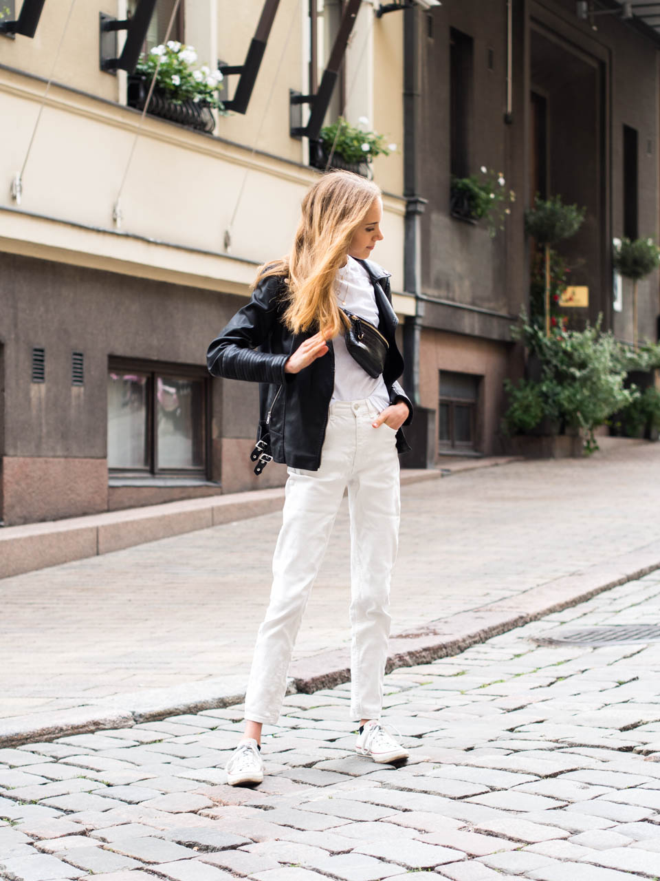 minimal-monochrome-outfit-streetstyle-helsinki-fashion-shopping-guide-muoti-shoppailu-bloggaaja-syysmuoti