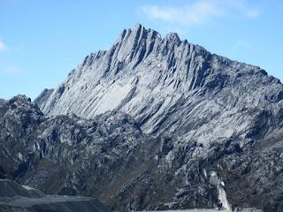 Daftar 10 Puncak Gunung Tertinggi di Indonesia