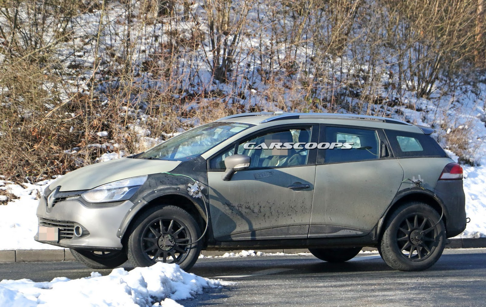 second gen renault captur spotted hiding under this cool wagon mule carscoops. Black Bedroom Furniture Sets. Home Design Ideas