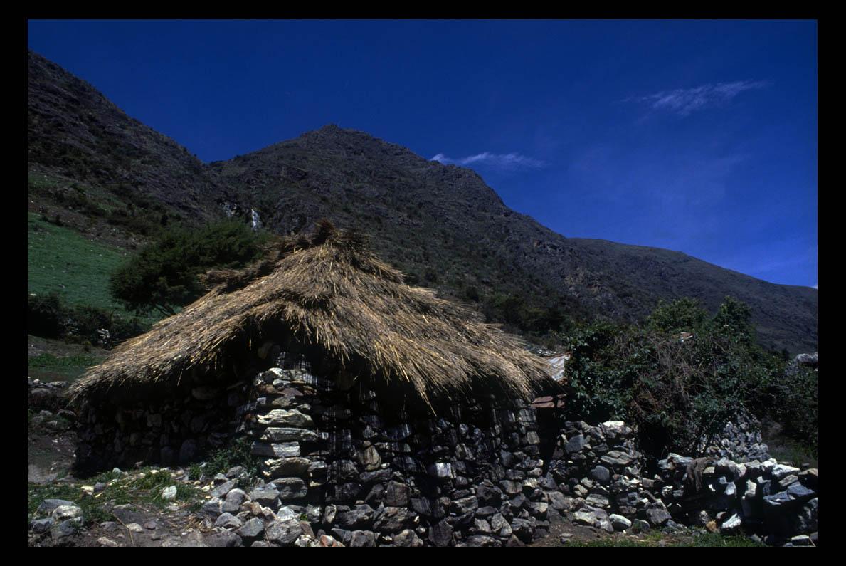 las casas de piedra de los indios montaeros de mrida dieron slidas piedras sillares para las altivas casas de herencia andaluza que retoaron por todos