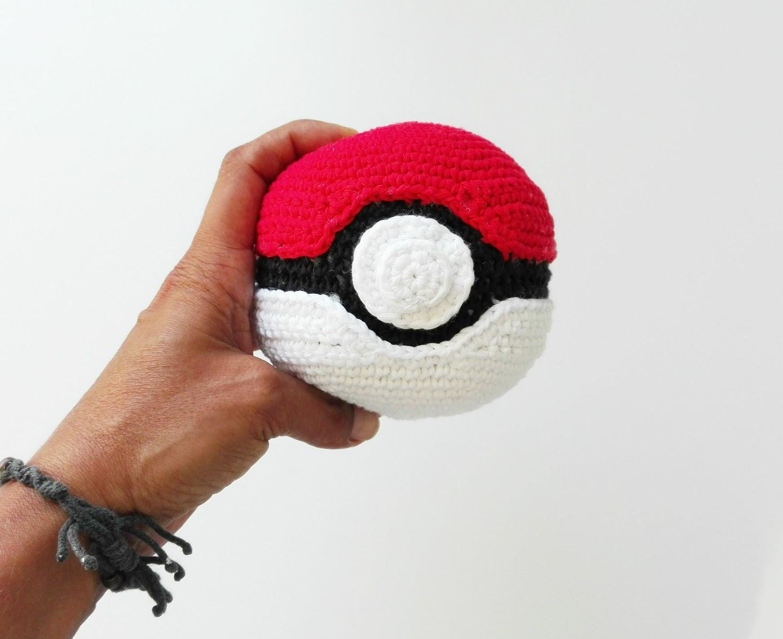 Pokeball Amigurumi : Amigurumi Pokeball y recopilatorio Pokemon Terapia ...