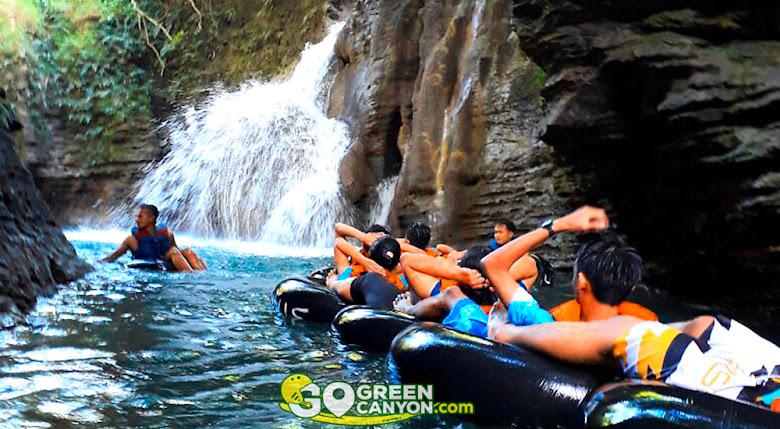 pesona unik river tubing green santirah selasari