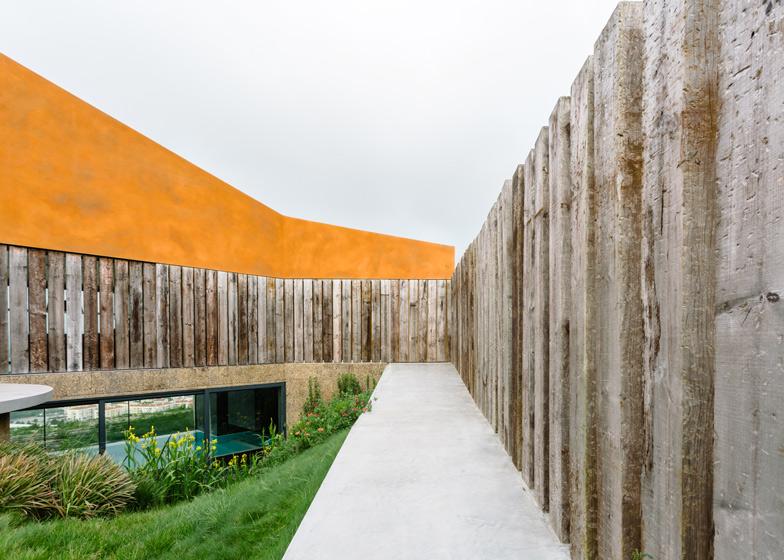 Varatojo House a Lisbona by Atelier Data  ARC ART blog by Daniele Drigo