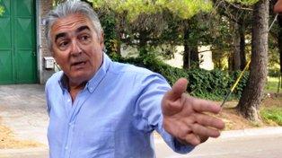 Linares fue intendente de Bahía Blanca durante 3 períodos seguidos entre 1991 y 2003. Ese año cayó en las elecciones con el kirchnerista Rodolfo Lopes.