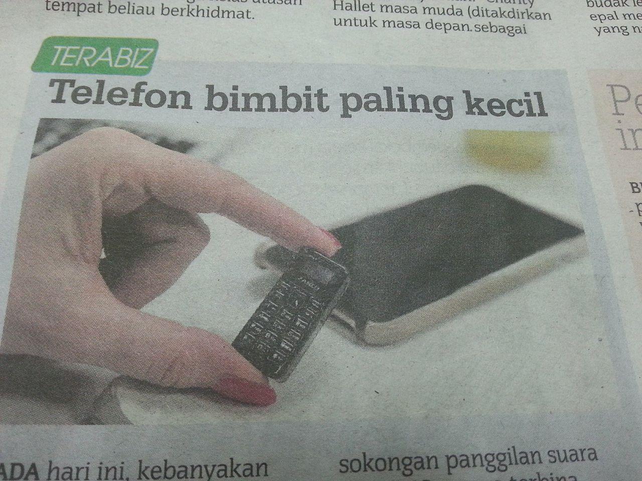 telefon bimbit paling kecil di dunia!