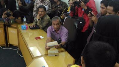 Datangi PP Muhammadiyah, Istri Siyono Kembalikan 2 Gepok Uang dari Densus 88