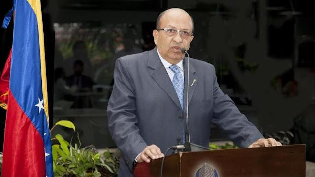 """Contralor general alerta de un """"golpe parlamentario"""" contra Maduro"""
