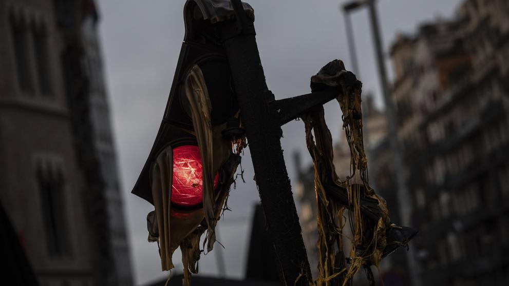 Semáforo después de la batalla. La Vanguardia, octubre 2019