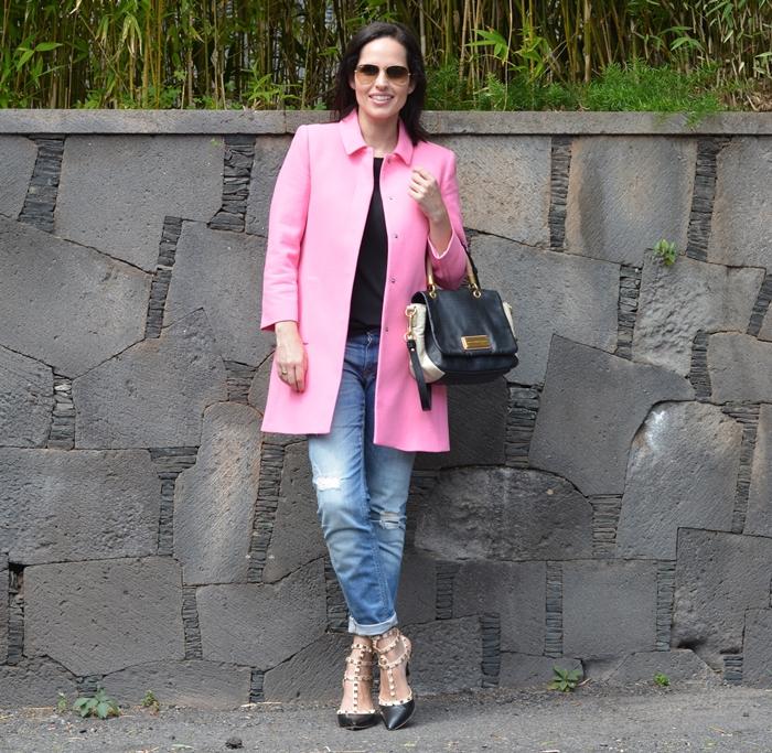 zara-pink-coat-boyfriend-jeans-outfit