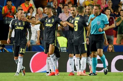 Ronaldo nhận thẻ đỏ do tung cước vào mặt Gabi