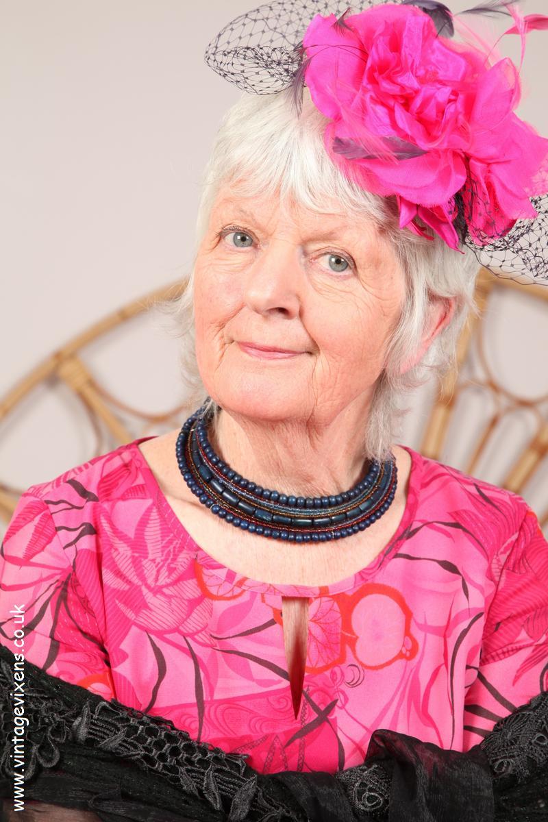 BETSY: Busty granny toplist