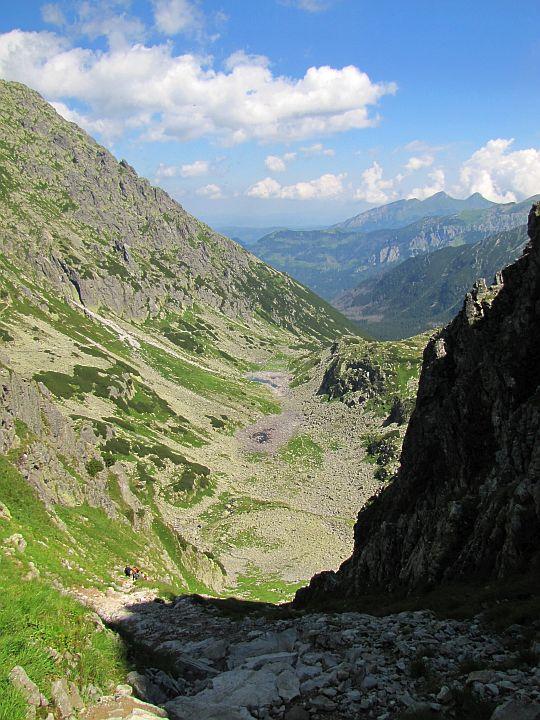 Zejście z Wrót Chałubińskiego do Dolinki za Mnichem.