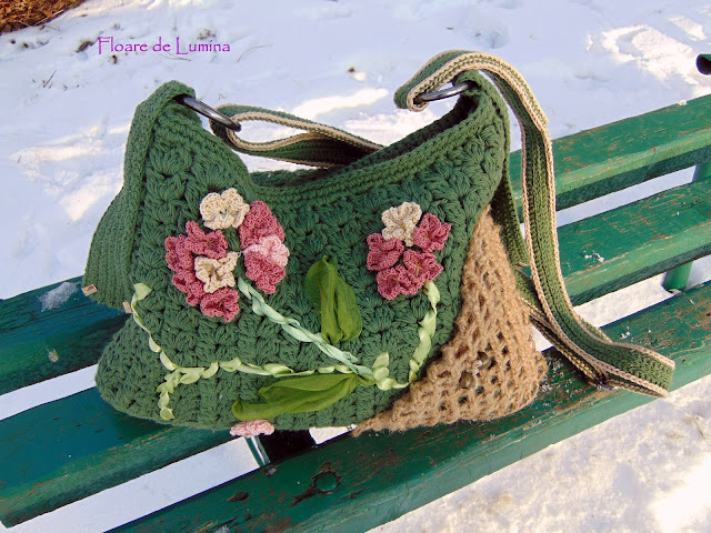 traista cu povesti - genti crosetate manual - geanta handmade decorata cu flori crosetate