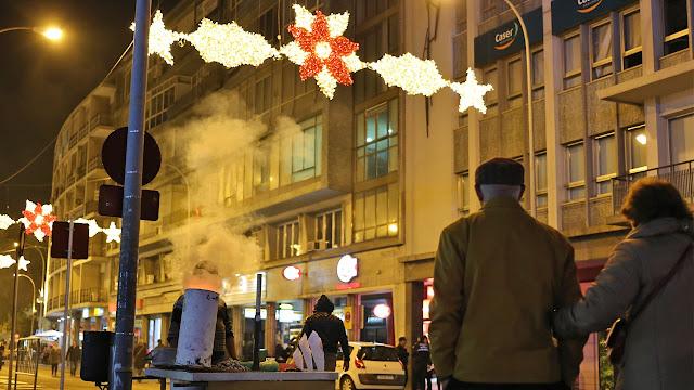 Escena callejera navideña de la ciudad de Sevilla